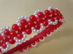Tiara com trançado de pérolas, pode ser confeccionado em outras cores, para isso entrar em contato conosco.