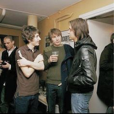 rockphotographed/2016/09/29 00:33:49/Alex Turner (Arctic Monkeys), Alex Kapranos (Franz Ferdinand), and Julian Casablancas (The Strokes). This picture is what I imagine Indie heaven would look like... #AlexTurner #ArcticMonkeys #FranzFerdinand #AlexKapranos #JulianCasablancas #TheStrokes #Indie #Alternative #NewWave #TheKillers #Punk #PunkRock #Rock #AM #Hipster #Hip #BrandonFlowers #Fashion #Music #Band #Bands #Guitar #Drums