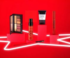 *STAR BUY* Smashbox Limited Edition Superstars Set - with over worth of smashbox hero products for just for a very limited time only Superstar, Stars, Stuff To Buy, Beauty, Sterne, Beauty Illustration, Star
