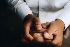 Ένα ζευγάρι χέρια… | Pillowfights.gr