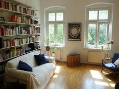 Einrichtungsidee Gemtliches Wohnzimmer In Sanierter Altbauwohnung Mit Parkettboden Und Bcherwand Inspiration