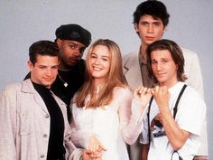 alicia silverstone (as cher horowitz) breckin meyer (as travis birkenstock), jeremy sisto (as elton tiscia), donald faison (as murray) and justin walker (as christian stovitz) in clueless Clueless 1995, Clueless Fashion, Clueless Outfits, Clueless Elton, 90s Fashion, 90s Movies, Iconic Movies, Good Movies, Movie Tv