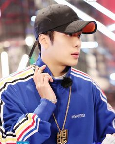 ;; [Trans] 180317 HBDC update: HBDC premieres 8PM tonight. You'll see the serious hot-blood convener Wang Jia Er turn into a stage sniper, exploding with passion, sniping your heart. #.WangJiaEr HBDC# #GOT7 #갓세븐 #JacksonWang #잭슨 #王嘉尔 ©️daisyyfields . #갓세븐 #Ahgase #GOT7 #IGOT7 #갓세븐 #EyesOnYou #Look #너하나만 Got7 Jackson, Jackson Wang, Yugyeom, Youngjae, Girl Drawing Pictures, Korean Group, Jaebum, Jinyoung, Boy Groups