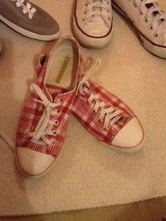 Gamze: Meine Lieblingstreter...für jeden Tag was neues dabei! :) Ich liebe sie, weil sie schicke Outfits lässig machen, weil sie sportlich schön sind, weil man stundenlang in ihnen durch die Stadt laufen und jeden Unfug treiben kann! Ohne meine Schuhe, ohne mich! :-)