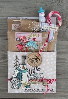 pocket letters what to put in a / pocket letters what to put in a Christmas Paper, Christmas Gift Tags, Christmas Crafts, Pochette Surprise, Mini Albums Scrapbook, Scrapbook Paper, Diy Envelope, Creative Gift Wrapping, Christmas Scrapbook