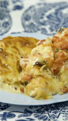 Receta con instrucciones en video: Pechugas sabrosas con Tomate y Albahaca acompañadas de unas Papas a la Crema especiales Ingredientes: 4 supremas de pollo, 2 cdas. Mexican Food Recipes, Dinner Recipes, Dinner Ideas, Mexican Cooking, Chinese Recipes, Fall Recipes, Deli Food, Chef Food, Cooking Recipes