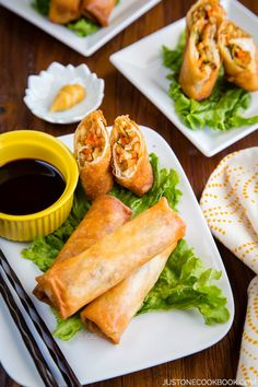 Don't settle on buying your festive finger food this Christmas! These Japanese harumaki ( Japanese egg rolls ) make for a delightful appetiser that's easy to whip up! Japanese Egg, Japanese Dishes, Easy Japanese Recipes, Asian Recipes, Ethnic Recipes, Japanese Spring Rolls Recipe, Indonesian Recipes, Orange Recipes, Sushi Comida