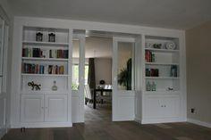 We zijn ons ah orienteren voor het plaatsen van een kamer en suite. Wij zijn op zoek naar een timmerman die kamer en suite deuren met kasten aan de zijkant kan bouwen  De hoogte is 2.40 en de breedte is 3.17. . Links en rechts een boekenkast (totaal dus 2 stuks) met onderaan een dicht kastje en daar boven open boekenplanken (dikke planken). Wat betreft de diepte denken we aan iets van 40 cm diep inclusief de 'garage'voor de deuren. Voor de deuren moet een plafondrail gebruikt worden. De…