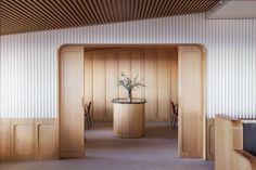 Mecanismo Creates Warm Yet Sleek Interior for Espazio Oteiza Restaurant Cafe Interior, Interior Walls, Bathroom Interior, Interior Ideas, Resturant Interior, Arch Interior, Flat Interior, Interior Styling, Arch Lamp
