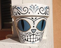 Cheshire Cat Sugar Skull Pot by HigglesNBits Flower Pot Crafts, Clay Pot Crafts, Diy Clay, Clay Pot Projects, Painted Plant Pots, Painted Flower Pots, Painted Pebbles, Flower Pot People, Clay Pot People