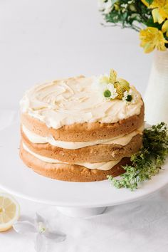 Vegan Elderflower Cake with Lemon Curd Filling & White Chocolate Frosting #vegan #refinedsugarfree