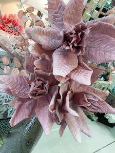 jarrones de suelo decorados con flores