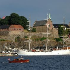 Would you like to see a medieval castle? Then this is the place to go. Just diagonally across the city hall. Construction of the Akershus Castle and Fortress was in 1299 during the time of King Håkon V. http://www.mariacomestotown.com/oslo-on-a-shoe-string/