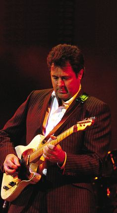Vince Gill, one the best pickers out there!