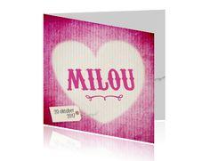 Lief en hip geboortekaartje voor een meisje, met een trendy roze kartonnen achtergrond look en hartje. Maak zelf dit trendy geboortekaartje op Luckz.nl