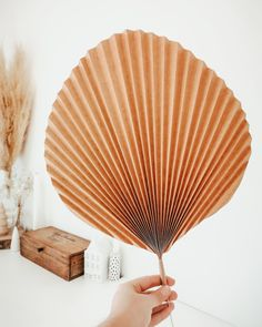 Diy Home 82985 To be produced in several sizes, in kraft paper and in green color to decorate your wedding or tropical party. Diy Flowers, Paper Flowers, Paper Leaves, Papier Kind, Pinterest Diy Crafts, Diy Y Manualidades, Art Diy, Diy Décoration, Sell Diy