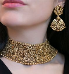 Wedding Jewelry Jaipur Gems Gorgeous Gold chocker necklace and earrings - Gold Chocker Necklace, Long Pearl Necklaces, Earings Gold, Chokers, Garnet Necklace, Choker Necklaces, Necklace Set, Gold Jewelry Simple, Gold Jewellery Design