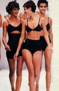 Linda Evangelista, Christy Turlington & Nadege Du Bospertus for D&G 1990 90s Fashion, Fashion Models, Luxury Fashion, Vintage Fashion, Fashion Black, High Fashion, Linda Evangelista, Vintage Swim, Mode Vintage