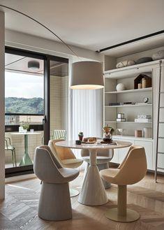 Accente de roz prăfuit într-o casă cu decor scandinav din Taipei | Jurnal de Design Interior Design Studio, House Design, Parquet Chevrons, House Cladding, Style Loft, Appartement Design, Interior Architecture, Interior Design, Milan Design