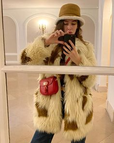 """ESTELLE CHEMOUNY on Instagram: """"Ready to fight the cold ⛄️🤍"""" Winter Hats, Fall Winter, Autumn, Zadig And Voltaire, Cowboy Hats, Fur Coat, Cold, Photo And Video, Jackets"""