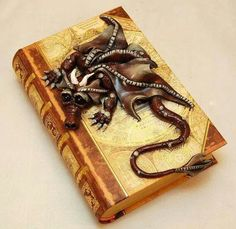 Ooak Polymer Clay Dragon Book/Box by TammyPryce on Etsy Polymer Clay Kunst, Polymer Clay Dragon, Fimo Clay, Polymer Clay Projects, Biscuit, Dragon Art, Dragon Book, Dragons, Paperclay