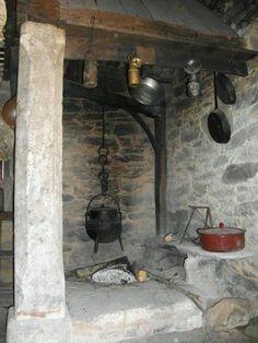 Lareira em Portugal. Courtyard cooking