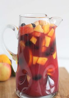 Family Friendly Sang Family Friendly Sangria a non-alcoholic. Family Friendly Sang Family Friendly Sangria a non-alcoholic festive fruity drink perfect for the holiday season! Virgin Sangria, Virgin Drinks, Virgin Summer Drinks, Party Drinks, Fun Drinks, Healthy Drinks, Mixed Drinks, Healthy Recipes, Healthy Food