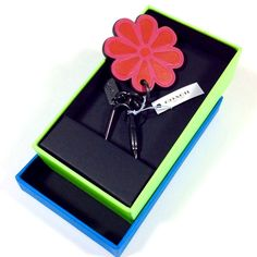 COACH  LEATHER  FLOWER KEY CHAIN. HOT PINK / RED.COACH LOGO PLAQUE.NWT #Coach
