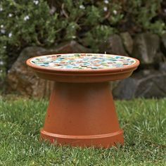 DIY Mosaic Birdbath: Materials Glass or ceramic mosaic tiles or pebbles Terra-cotta flower pot and saucer Tile adhesive Small pieces of cardboard Tile grout Sponge Rag Grout sealer - zestyourgarden Outdoor Crafts, Outdoor Projects, Outdoor Decor, Outdoor Spaces, Garden Crafts, Garden Projects, Craft Projects, Craft Ideas, Decor Ideas