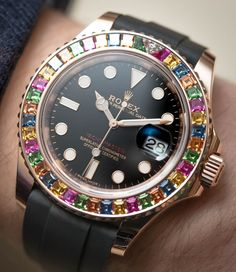 See what Ariel Adams has to say about the psychology behind wanting to show off your luxury watch.