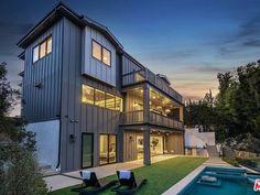 562 N Greencraig Rd, Los Angeles, CA 90049   Zillow Luxury Modern Homes, Luxury Real Estate, Rustic Canyon, Los Angeles Neighborhoods, Infinity Edge Pool, Room Screen, California Living, Bedroom With Ensuite, Los Angeles Homes