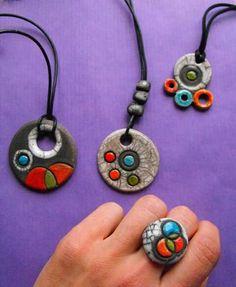 Collares y anillos raku.  Combinalos como quieras! Necklaces raku. WWW.CERAMICAHUMO.JIMDO.COM #PolymerClayJewelry