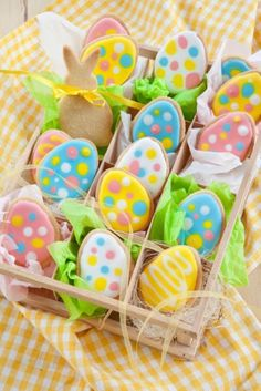 Celebrate Easter with the best Easter cookies. Here are the best Easter Sugar Cookies ideas. These Easter cookies decoration with royal icing are so cute. No Egg Cookies, Iced Cookies, Easter Cookies, Easter Treats, Cute Cookies, Sugar Cookies, Holiday Desserts, Holiday Cookies, Desserts Ostern