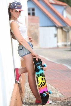 Skater Look, Skate Photos, Hot Girls, Fit Women Bodies, Cap Girl, Skate Girl, Skate Style, Skateboard Girl, Girl Photography