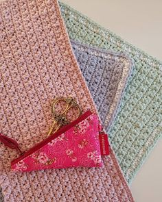 by Door1: Placemat Free Crochet, Coin Purse, Crochet Patterns, Placemat, Diy Crafts, Blog, Afghans, Blankets, Kitchen