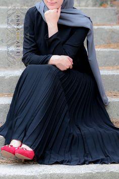 Black Pleated Dress – ANNAH HARIRIMaxi pleated dress. Hijab fashion.