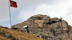 """'Bayrağı oraya dikmeden kimse bizi geri çağıramaz'  Başbakan Ahmet Davutoğlu, Dağlıca'da nöbet değişimi gelen komutanların 'Artık nöbet değişimi vakti geldi' dediğinde """"Hedeflediğimiz tepelere bayrağı dikmeden kimse bizi geri çağıramaz"""" cevabını verdiğin aktardı."""
