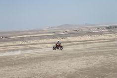 Moto #181: Felipe Rios (Perú) en las dunas de Ica/Perú.