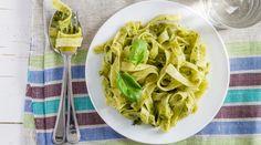 I pesti per pasta tradizionali che troviamo da Nord a Sud Italia, sono delle alternative ideali per l'estate, ecco allora 40 tipi di pesto da provare se a..