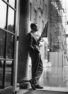 """""""Everybody wants to be Cary Grant. Even I want to be Cary Grant."""" Cary Grant - the famous lover and gentleman. Cary Grant, Gq, Harry Benson, Gary Cooper, La Mode Masculine, Ex Machina, Raining Men, American Actors, Dandy"""