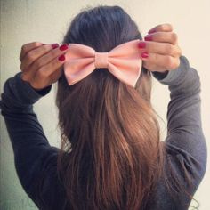 DIY hair bow: Korean style is ultra feminine and a bow is the perfect accessory to finish your lady-like look.