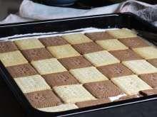 Einfaches Cremekuchenrezept aus Keksen, Pudding und Sahne.