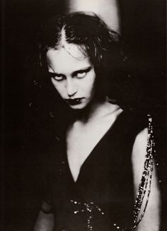 Demonic look. Vogue Italia September 1998 Couture Supplement, Shakespearian Couture by Paolo Roversi Paolo Roversi, Mujeres Tattoo, Portrait Photography, Fashion Photography, Glamour Photography, Lifestyle Photography, Editorial Photography, Dark Beauty, Dark Art