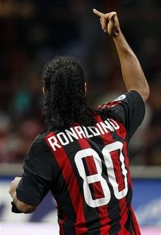 ronaldinho milan - Cerca con Google Football Is Life, Football Kits, Football Soccer, Football Players, Messi, Soccer Stars, Just A Game, Vintage Football, Ac Milan