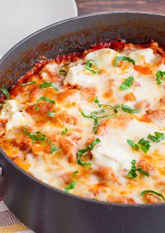 30 minute skillet lasagna (use any pasta shape, but not no-boil noodles) Pasta Recipes, Beef Recipes, Dinner Recipes, Lasagna Recipes, Zoodle Recipes, Skillet Recipes, Pork And Beef Recipe, Skillet Lasagna, Recipes
