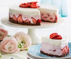 Raikas rahkakakku ( No bake strawberry cheesecake) Baking Recipes, Cake Recipes, Baked Strawberries, Just Eat It, Recipes From Heaven, Love Cake, Amazing Cakes, Love Food, Food And Drink