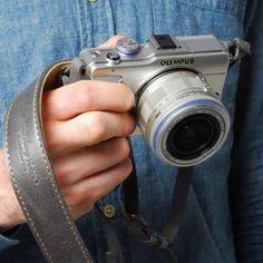Roberu Oil Leather Camera Strap