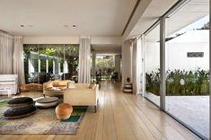LA House Modern Minimalist Exterior Design With Plenty Of Greenery
