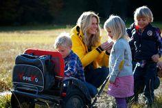 Großer Familien-Ausflug. Zum Glück ist die YippieYo Tasche für Lebensmittel und Getränke dabei.