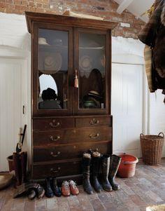 holdhard: Lady Amanda Harlech's boot room (Georgiana Design) Cabana, Amanda Harlech, Equestrian Decor, Equestrian Style, Equestrian Fashion, Halls, English Country Style, English Countryside, Brick Flooring
